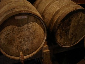 Barricas de roble típicas del whisky escocés